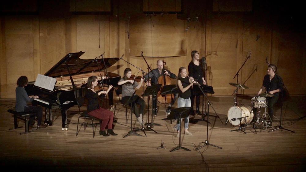 """Miriam Hanika und ihr Kammermusika-Ensemble beim Videodreh für """"Am Ende des Tages"""""""