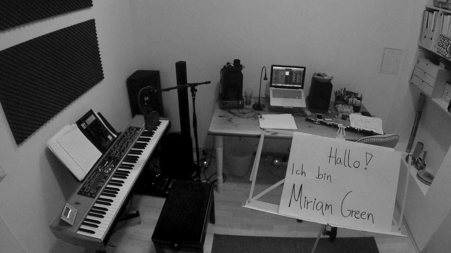 Miriams Studio mit Begrüßungsschild.