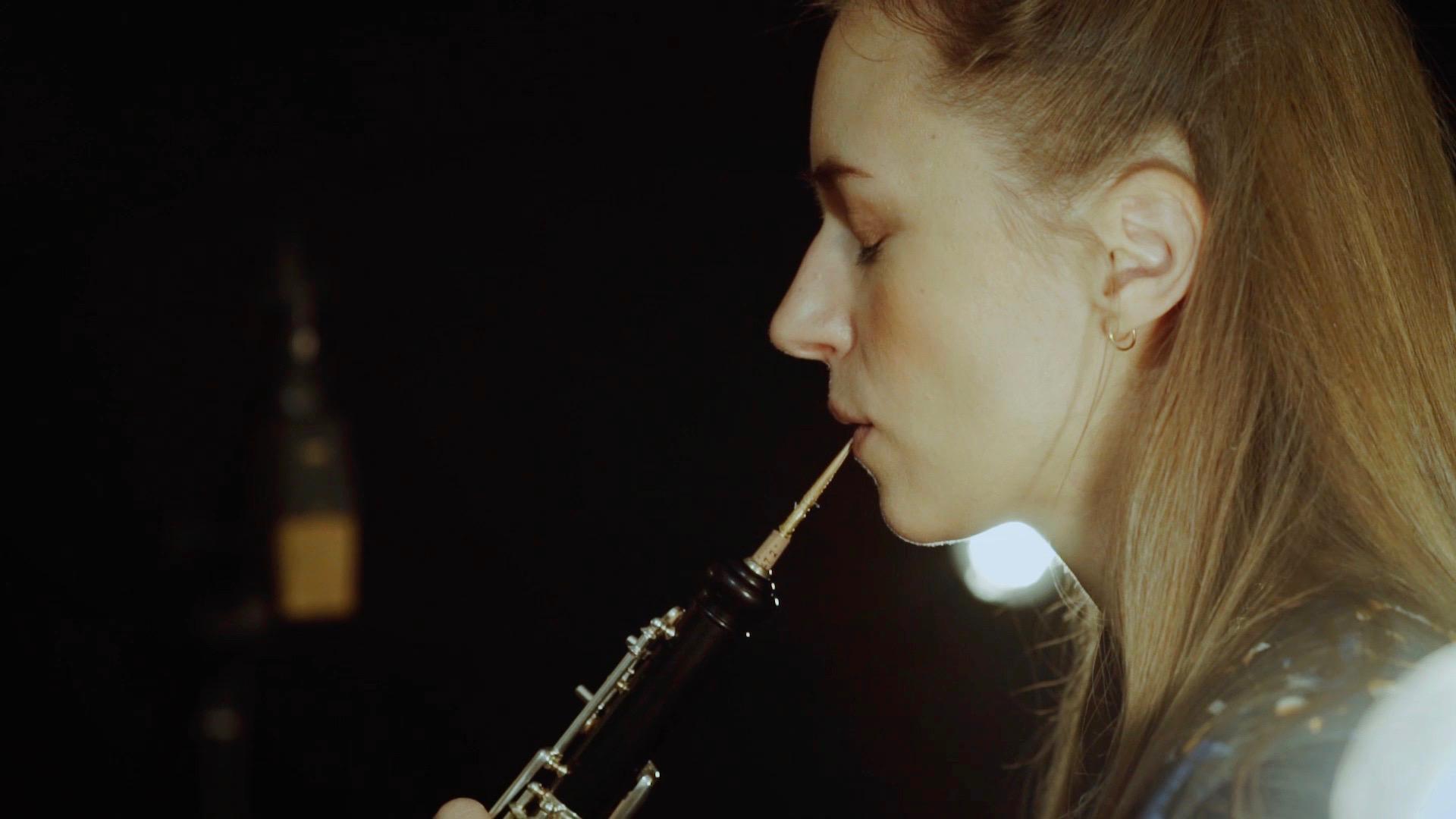 Miriam Hanika spielt Oboe