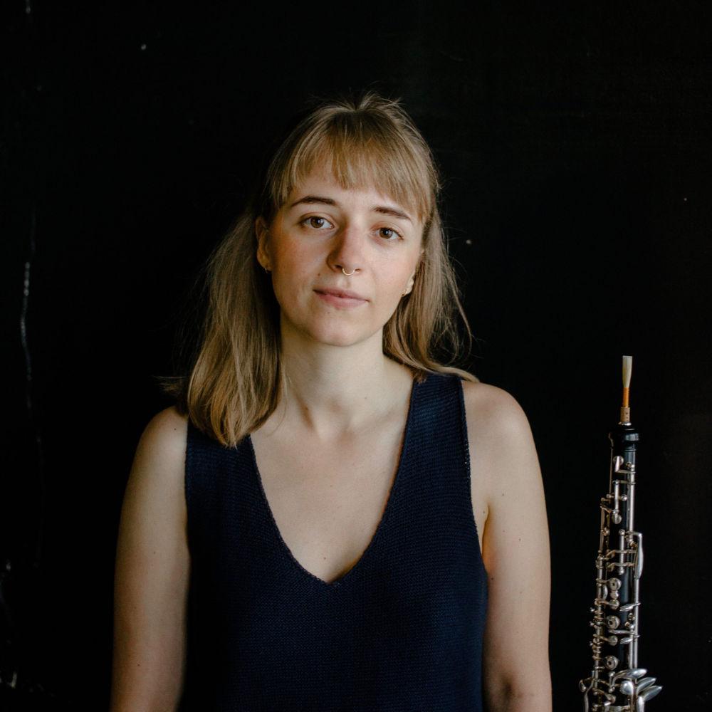 Miriam Hanika mit ihrer Oboe.