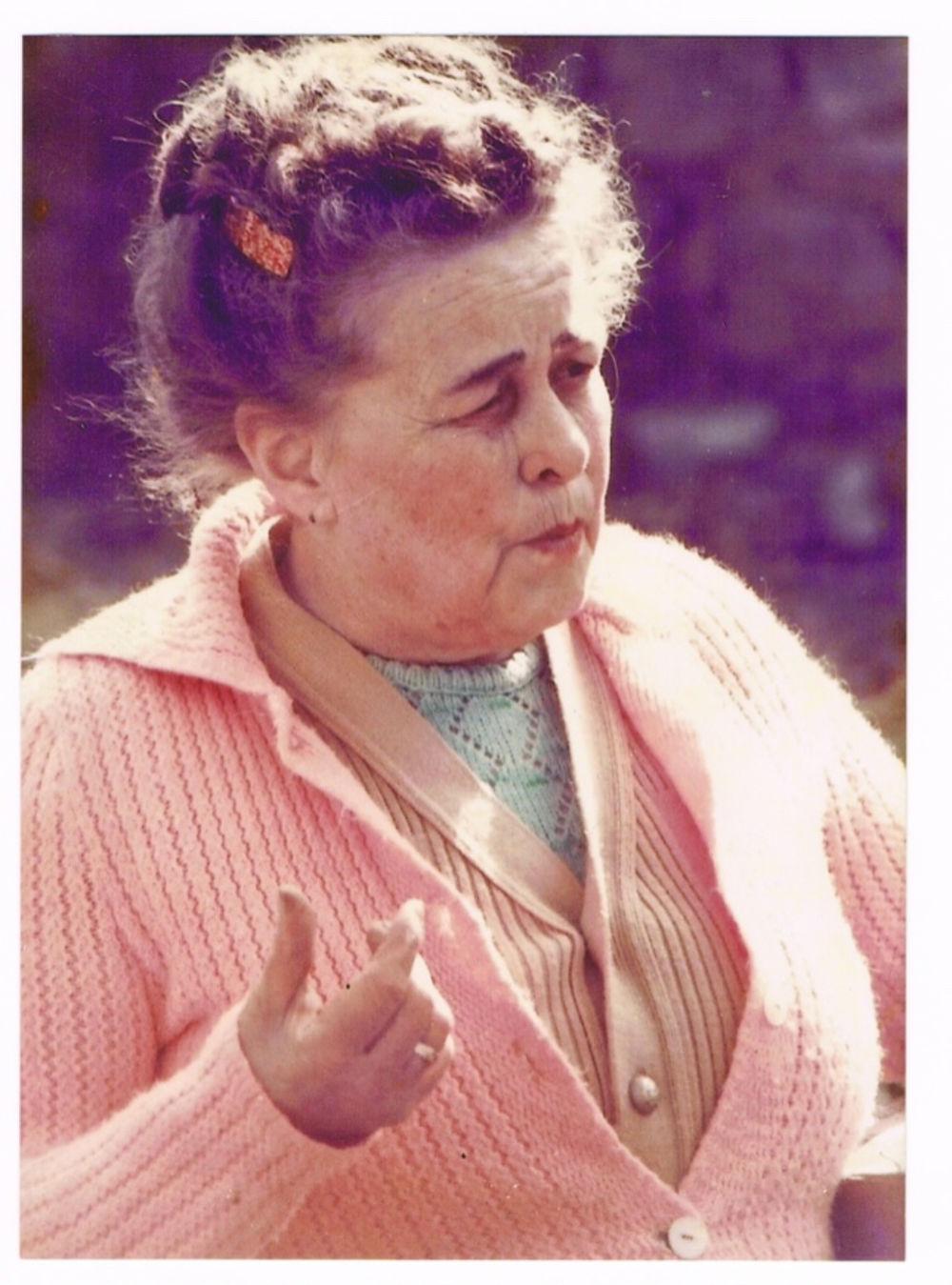 Louise als alte feine Dame.