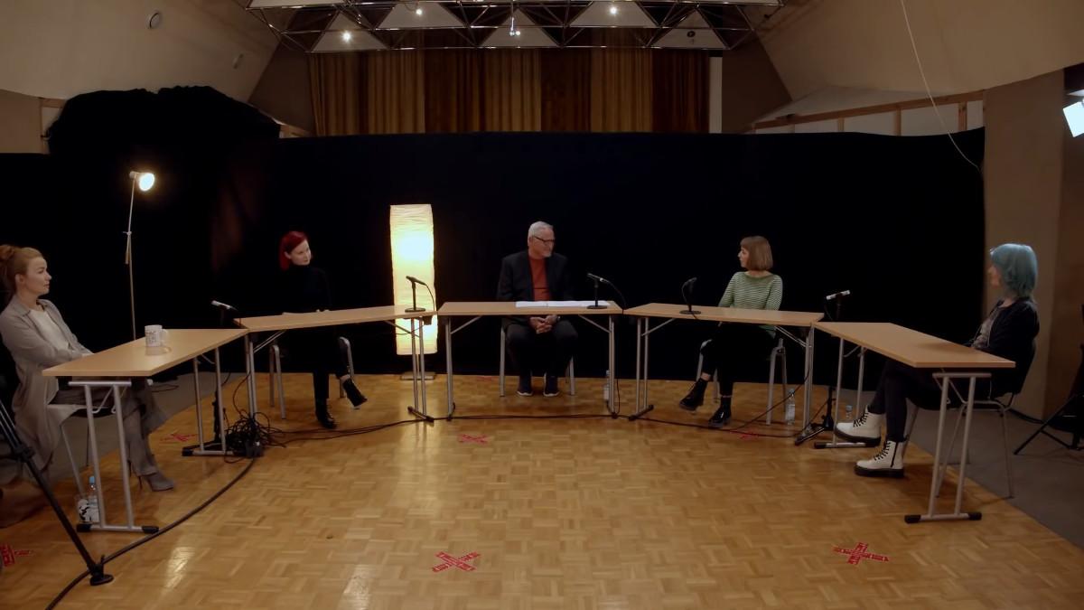 Von rechts: Fany Kammerlander, Sarah Straub, Konstantin Wecker, Miriam Hanika und Tamara Banez im Gespräch über die Corona-Situation